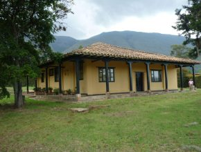 <span style='color:#b5914f'>Venta casa-lote en conjunto cerrado</span> - COP$690.000.000